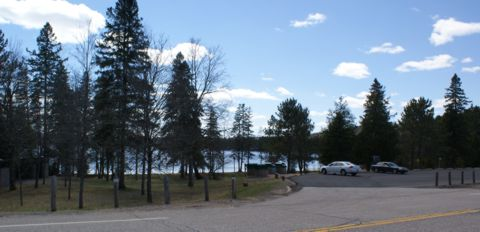 Lake of Two Rivers Picnic Area parking